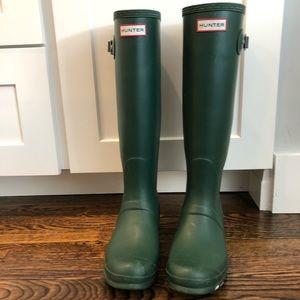 Women's Hunter Tall rain boots Size 9